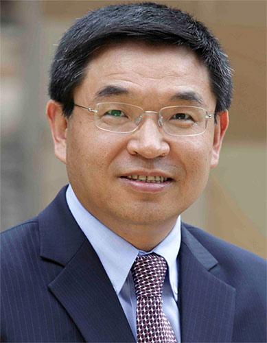 影响世界的中国面孔:专访萨里大学校长逯高清博士