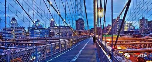 纽约是和北上广深最接近的城市,无论是在交通出行的拥堵程度,还是饮食文化的多样性上。虽然很多人觉得纽约这个城市很冷漠,街上的行人都行色匆匆,但我觉得纽约还是一个充满人情味和温暖的城市,这是张泰来眼中的纽约。