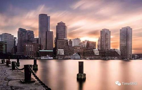 """和大西洋南部沿岸的纽约不同,波士顿很冷,一年可能有8个月都是冬天,作为新英格兰地区最大的城市,无论从建筑风格还是人们的处事风格上,感觉都十分得""""England""""。可能是大学比较多得缘故,给这个城市平添了一份学术气息和朝气。"""