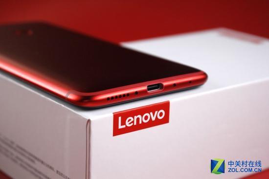 LenovoS5采用了USBType-C的接口