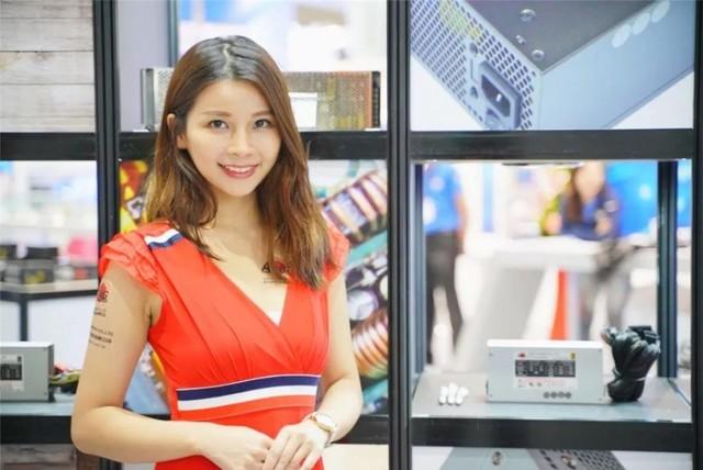 看不清!台北电脑展Showgirl小姐姐拿的什么本?70P多图分享!