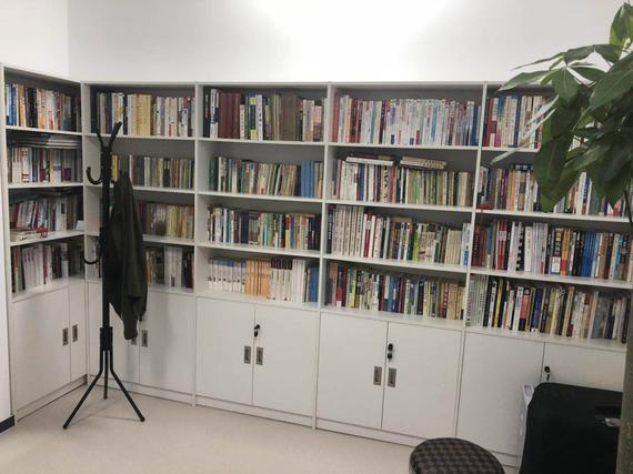 蒋涛满满的书架