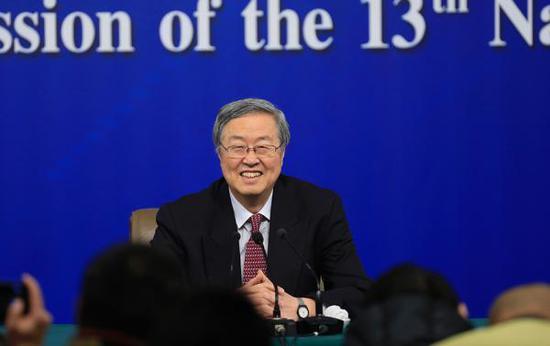 """3月9日,中国人民银行行长周小川就""""金融改革与发展""""相关问题回答中外记者提问。 澎湃新闻记者 赵昀 图"""